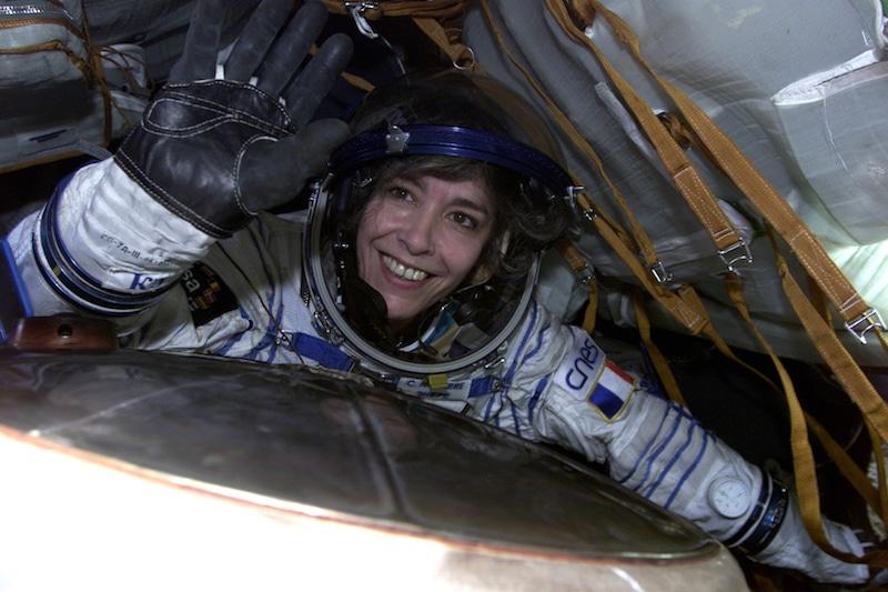 Claudie Haigneré dans le Soyouz pour sa mission Andromède (2001). Crédit : ESA/CNES