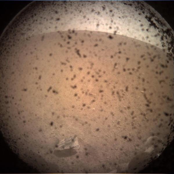 La première image prise par InSight